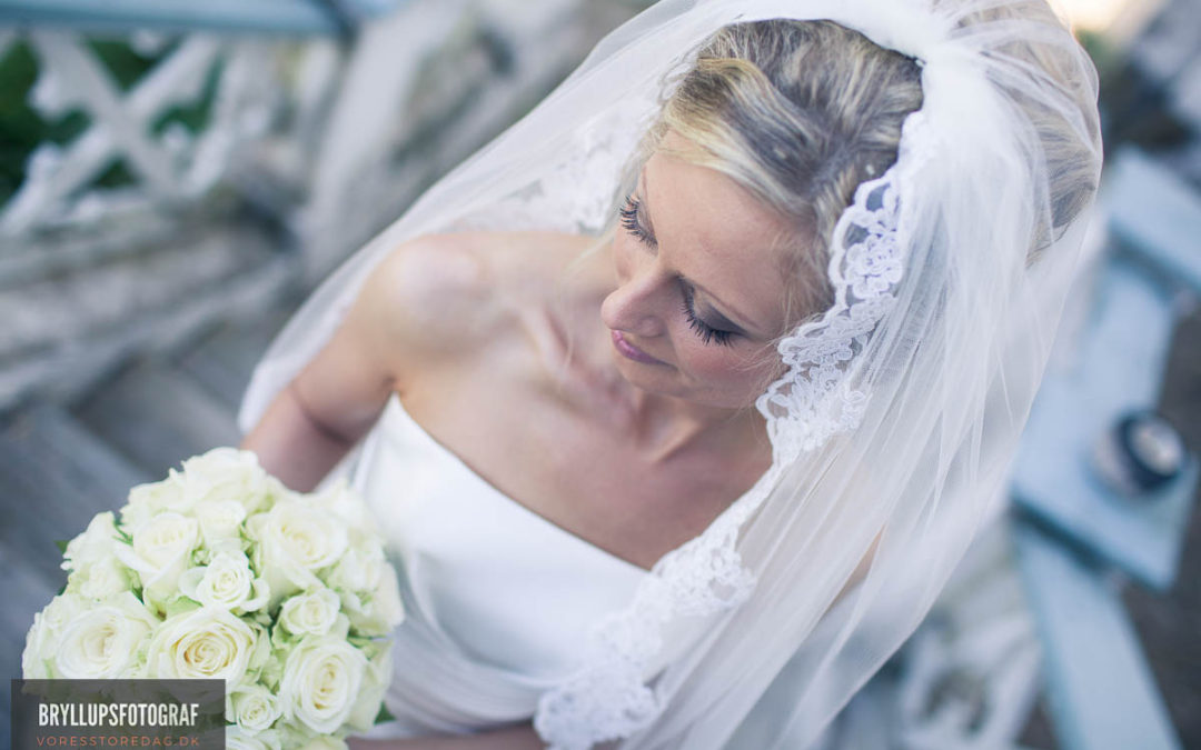 Flowers That Will Complement Your Wedding Dress