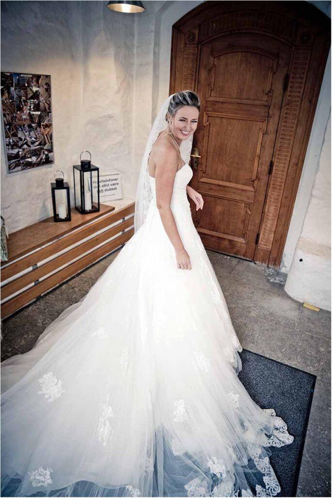 brudens smukke kjole