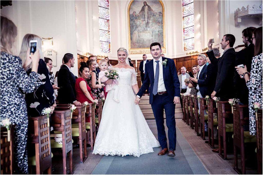 brudeparret i kirken
