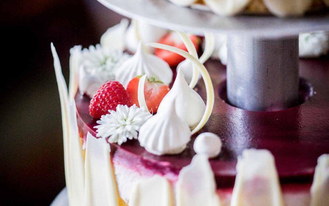 Looking for a beach theme wedding cake ideas?